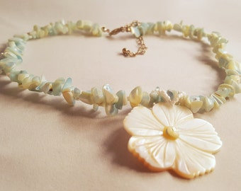 Shell Fragment Floral Mother of Pearl Choker Style Beaded Necklace