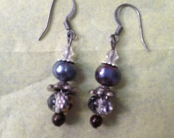 Purple & grey pearl earrings