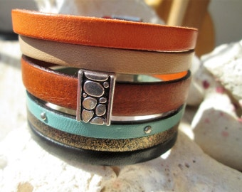 Cuff leather bracelet and its magnetic clasp