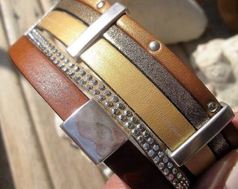 Cuff leather bracelet and its magnetic clasp of 42mm