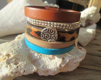 Leather and suede Cuff Bracelet and its width 42-mm magnetic clasp.