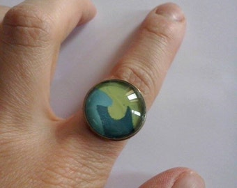 Glass cabochon ring