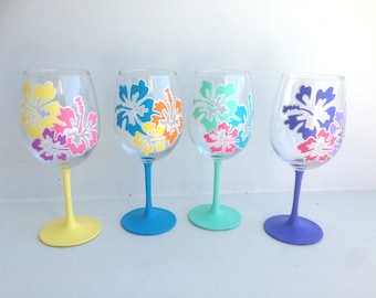 Hibiscus Wine Glass Set, Hawaiian Flower, Flower Wine Glass, Gift for Mom, Mother's Day Gift, Mom, Hand Painted, Wine Glass, Wine Lover Gift