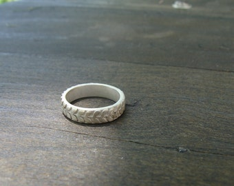 Sterling Silver Ring with Leaf Pattern