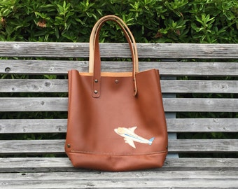 Using a high-quality leather large tote bag (made in Japan)