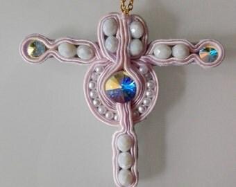 """Cross Krzyż cross """"Santa Barbara"""" Soutache Sutasz first communion Pierwsza komunia Komunia święta first communion Swarovski rink Różowy Rosa"""