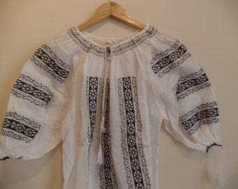 Beautiful Transylvanian bohemian Vintage embroidered peasant blouse L size