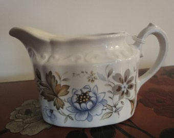 Creamer/Milk JUG made by the famous ridgway ironstone factory in england 9cm high