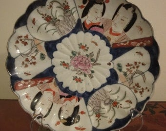 Chinese/oriental plate with character faces and flower patter  dia 22cm