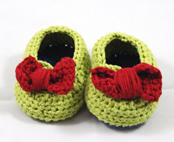 Baby booties with bow for infants