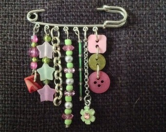 Silver kilt pin brooch with pink and green embellishments