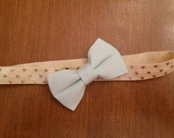 "13.5"" (NB to 6 mo) Off-white  headband with gold hearts and a mint bow"