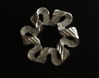Sarah Coventry Silver ribbon pin