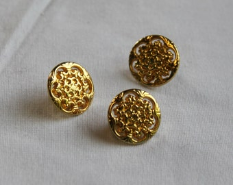 5, 13mm gold-tone metal buttons