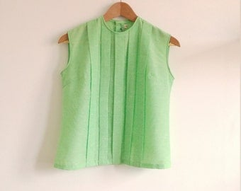 Mint green womans blouse. Marbled green sleeveless blouse. Vintage pleated bodice.