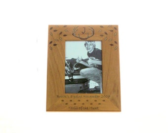 deer hunting picture frames sizes 8x10 5x7 4x6 deer hunting frame embellished with fall leaves and deer tracks thrill of the hunt