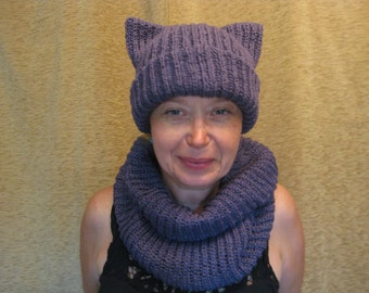 Purple Snood and hat. Bilateral cap and the clamp. Hat with ears and scarf purple.