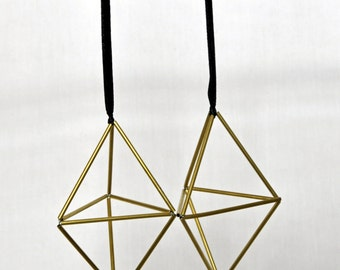 Hanging Triangle Prism Brass Himmeli