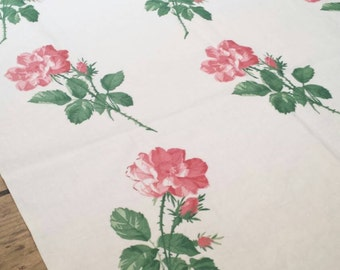 Bright Cheerful Cotton Runner with Rose Print. Vintage Table Runner. Vintage Cottage Decor. White Floral Table Runner. Wedding Decor.