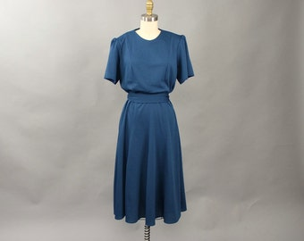 slate blue 70s dress . swing skirt sack dress with sash belt . princess seam dress with short sleeves . large xl