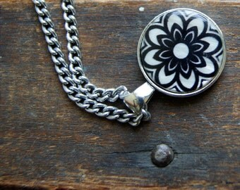Black and White Glass Flower Pendant Necklace - Floral Jewlery