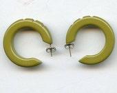 Bakelite Earrings Carved GREEN Hoops BAKELITE Vintage Art Deco Olive PIERCED Posts 2582