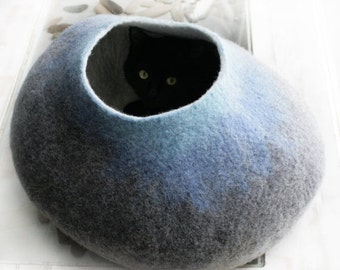 ON SALE till 30.09 Extra Large Cat Nap Cocoon / Cave / Bed / House / Vessel - Hand Felted Wool - Crisp Contemporary Design - Grey Sky Bubble