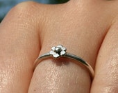 925 Sterling Silver Single Daisy Ring Size 6  by zulasurfing