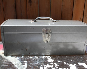 VINTAGE metal tool box with removeable drawer