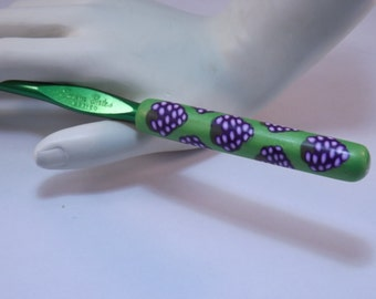 Ergonomic Polymer Clay Covered Crochet Hook Handcrafted Purple Grapes Susan Bates K, 6.5mm
