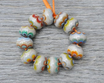 Mumbai Petals - Lampwork beads by Loupiac