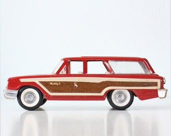 Vintage Station Wagon, Buddy L Toy Car with suspension