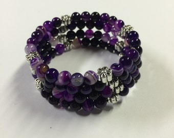 Purple agate bead memory wire bracelet - silver flower accent beads