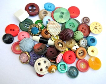 50 Antique and vintage plastic buttons, 50 designs in great price / 7