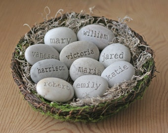 Personalized grandmother gift ~ Family nest with 10 or more personalized stones – Gift form daughter