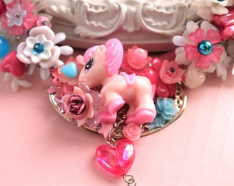 Kawaii Poney Horse Necklace with Bow in Pink Lolita fairy kei decoden OOAK