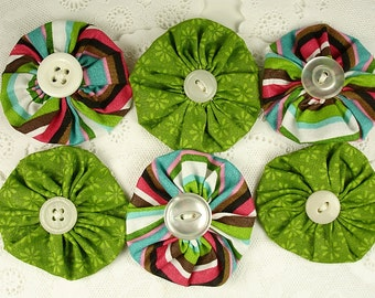 6 Fabric YoYos Yo-Yo Appliques Embellishments Green and Striped Vintage Buttons Flowers Supplies Six Floral