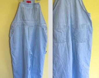 Pinstriped Capri Overalls . Gloria Vanderbilt . Size M . Bib Overall . Coverall . Jumpsuit . Romper . Carpenter Pants