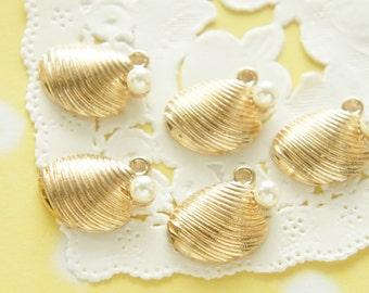 5 pcs Gold  Seashell with Pearl Charm (13mm15mm) AZ237
