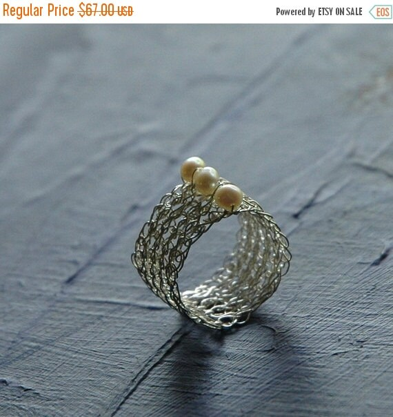 20% OFF - A silver crochet ring with pearls , June birthstone , unique band ring , 3 pearls ring