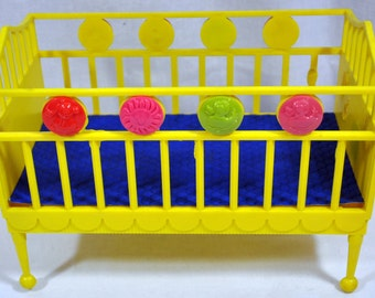 Vintage Deluxe Reading Corporation Hard Plastic Baby Doll Toy Crib Yellow