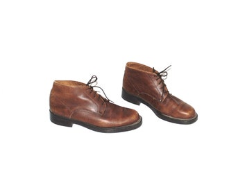 brown leather desert boots 90s vintage minimalist lace up booties size 8.5