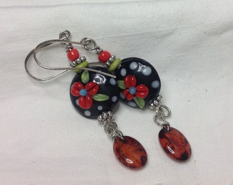 oO BEVERLEY Oo red flowery porcelain/brass earrings