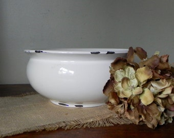 Vintage heavy enameled white farmhouse chic bowl with rimmed base and top centerpiece fruit bowl display