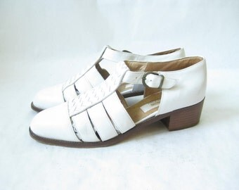 Vintage 80's Talbots White Woven Leather Buckle Sandals. Size 7 1/2
