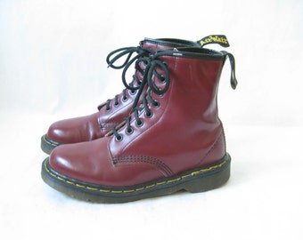 Vintage DOC MARTEN Burgundy  Made in England Lace Up Boots. Size 5 UK// Size  6 1/2-7  Women's U.S.