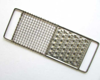 Vintage 1950's Heavy Crinkle Mesh Wire and Steel Kitchen Grater, Utensil for  Kitchen Use or Wall, Baking, Wire Ware Grater