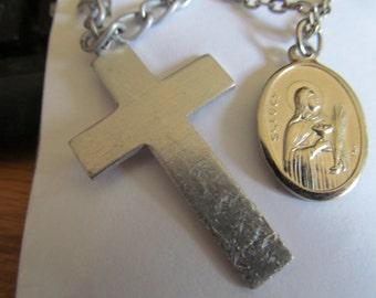 2 religious pendents