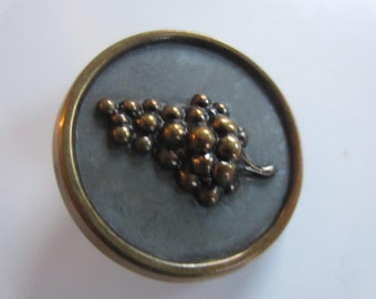 Vintage Buttons - 1 Collector molded brass metal large Victorian grape cluster design, pictorial  (jan 93b)