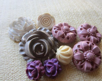 Vintage Buttons - Cottage chic mix of 9 floral designs, old and sweet (feb 54b)